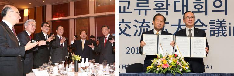 (左)乾杯する日韓政官界人士、(右)日韓観光交流の拡大宣言文を発表する二階俊博・日本全国旅行業協会長と卞秋錫・韓国観光公社社長