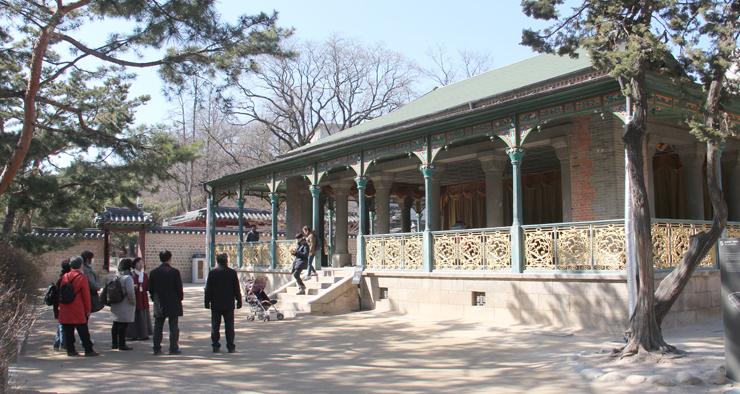 高宗が、韓国に初めて紹介されたコーヒーを飲んでいた「静観軒」